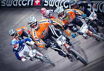 Het Nederlandse BMX team weet wel hoe je een kombocht moet rijden